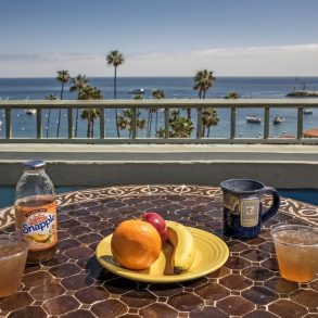 Avalon Hotel - Breakfast served with beautiful views
