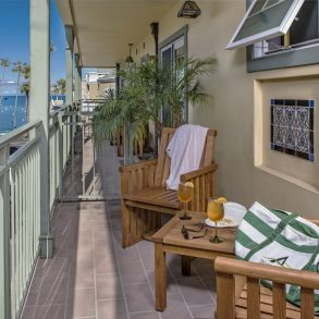 Avalon Hotel - Room 103 - Balcony