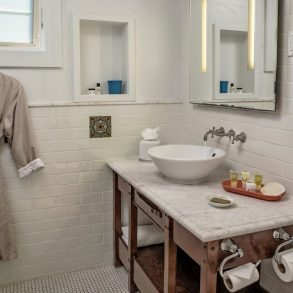 Avalon Hotel - Room 206 - Bathroom